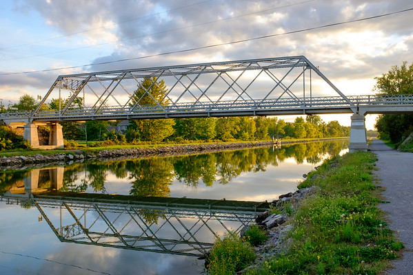 JOED VIERA/STAFF PHOTOGRAPHER-Lockport, NY-  The sun sets over the Day Road Bridge.