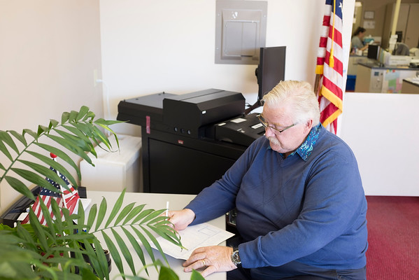 JOED VIERA/STAFF PHOTOGRAPHER-Lockport, NY-Dennis Campbell fills out a voter registration form at the Niagara County Elections Board.