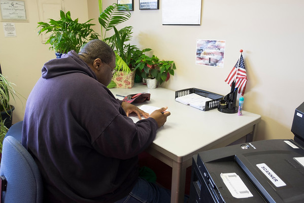 JOED VIERA/STAFF PHOTOGRAPHER-Lockport, NY-Darell Beason registers to vote at the Niagara County Board of Elections.