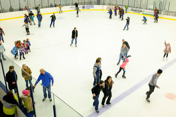 JOED VIERA/STAFF PHOTOGRAPHER-Lockport, NY-    A crowd of people fill the ice during open skate at Cornerstone Arena.