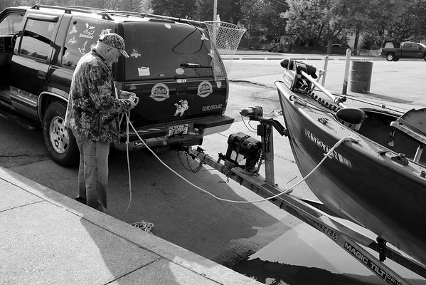 JOED VIERA/STAFF PHOTOGRAPHER-Lockport, NY-A man takes advantage of Tuesday's weather and backs his boat up into the Canal.