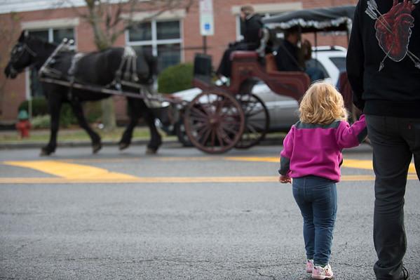 JOED VIERA/STAFF PHOTOGRAPHER-Lockport, NY-    Jordyn Kruse, 2, watches a horse carraige ride by on Main Street.