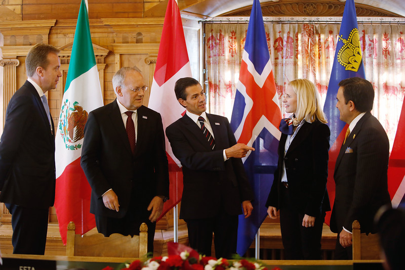 From left: Børge Brende, Minister of Foreign Affairs of Norway; Johann N. Schneider-Ammann, President of the Swiss Confederation (EFTA Chair); The President of Mexico, Mr Enrique Peña Nieto; Aurelia Frick, Minister of Foreign Affairs of Liechtenstein; and Ildefonso Guajardo Villarreal, Minister of Economy of Mexico. (Photo: Eddy Risch, Liechtenstein)