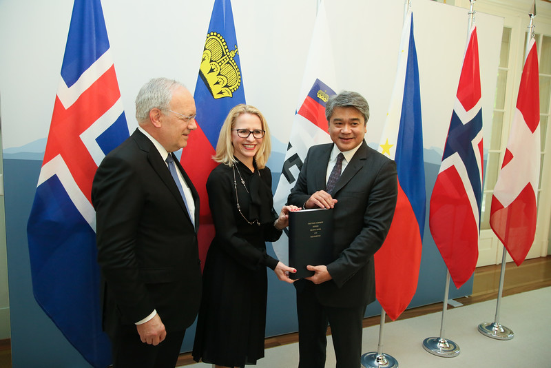 From Left: Mr Johann N. Schneider-Ammann, President of Switzerland and Head of the Federal Department of Economic Affairs, Education and Research of Switzerland; Ms Aurelia Frick, Minister of Foreign Affairs, Liechtenstein; Mr Adrian S. Cristobal Jr., Secretary of the Department of Trade and Industry of the Philippines