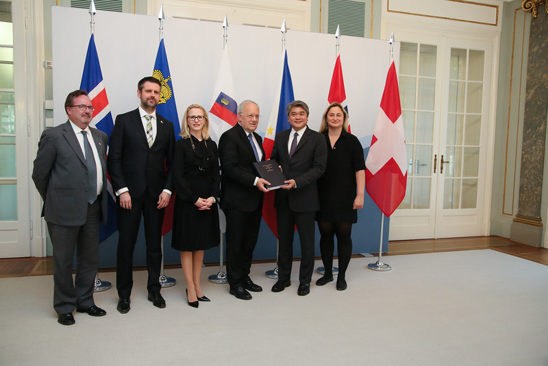 From left: Mr Martin Zbinden, Deputy Secretary-General, EFTA; Mr Martin Eyjólfsson, Ambassador, Iceland; Ms Aurelia Frick, Minister of Foreign Affairs, Liechtenstein; Mr Johann N. Schneider-Ammann, President of Switzerland and Head of the Federal Department of Economic Affairs, Education and Research of Switzerland; Mr Adrian S. Cristobal Jr., Secretary of the Department of Trade and Industry of the Philippines; and Ms Dilek Ayhan, State Secretary, Ministry of Trade and Industry, Norway