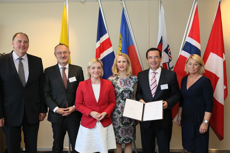 From left: Mr Kristinn Árnason, Secretary-General, EFTA;  Mr Didier Chambovey, Ambassador, Switzerland; Ms Lilja Alfreðsdóttir, Minister for Foreign Affairs and External Trade, Iceland; Ms Aurelia Frick, Minister of Foreign Affairs, Liechtenstein; Mr Juan Carlos Cassinelli, Minister of Foreign Trade, Ecuador; Ms Monica Mæland, Minister of Trade and Industry, Norway