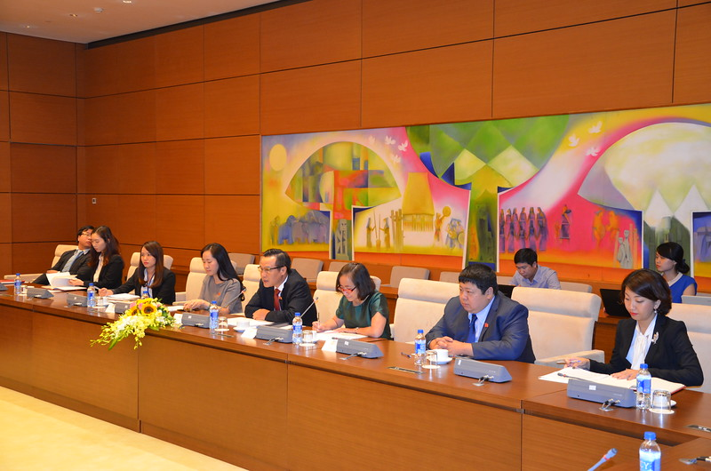 Meeting with representatives of the Economic Comittee of the Vietnamese National Assembly.