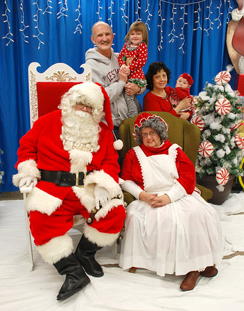 2016-11-26 Holly Days Pictures With Santa
