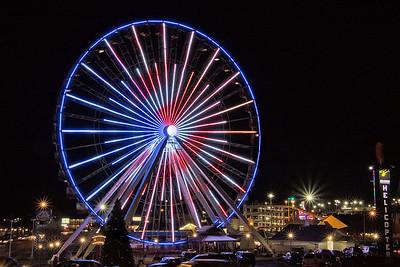 DA054,DT,Ferris Wheel Lights Up Night in Branson,Mo