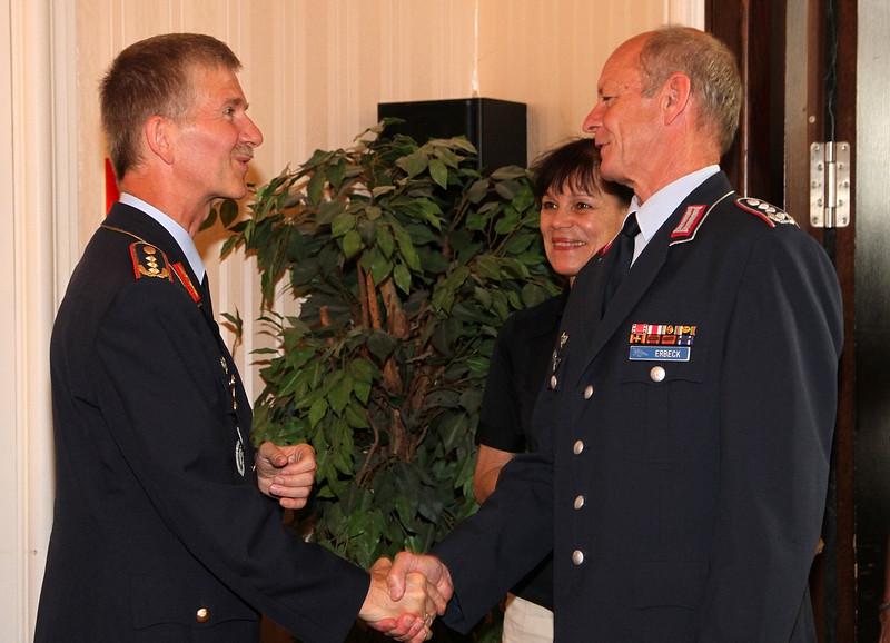 Mittagessen anlässlich der Verabschiedung von Oberste und Kapitäne in den Ruhestand durch den Inspekteur der Streitkräftebasis, Herrn Generalleutnant Martin Schelleis