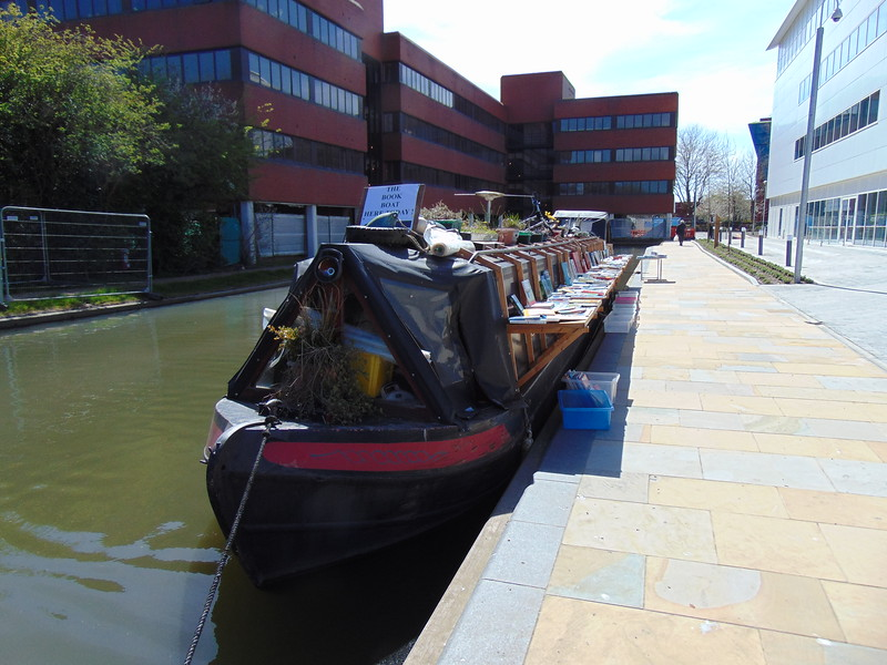 'The Book Boat', a narrowboat serving as a roaming bookshop, at the end of the Aylesbury Arm canal.