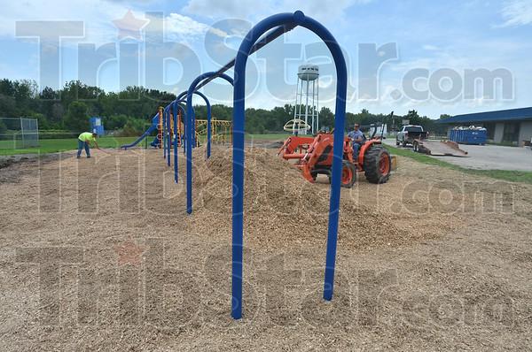 MET080316 school playground