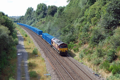 I'd gone off the beaten track today, visiting locations I've never been to before, and ideally I needed a set of steps to see properly over the top of the bridge parapet for this one. 66060 approaches Dewsbury East Junction with 6Exx 1050 Knowsley Freight Terminal - Wilton EFW 'bin-liner' (05/08/2016)