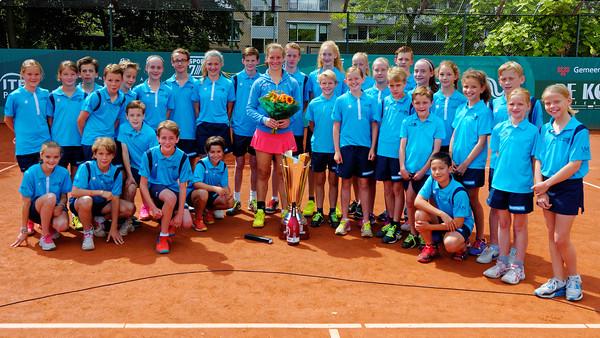 1.06b Vivian Heisen with ball kids - Breda Future 2016