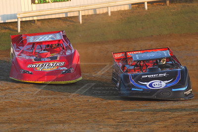 Scott Bloomquist (0) and Tim McCreadie (39)