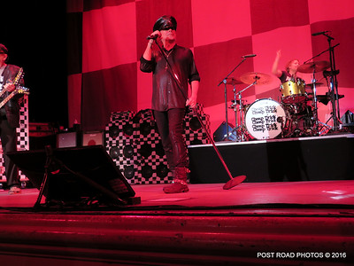 20161101-cheap-trick-ridgefield-playhouse-Robin-Zander-001