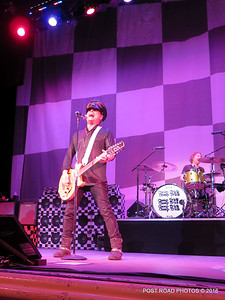 20161101-cheap-trick-ridgefield-playhouse-Robin-Zander-008
