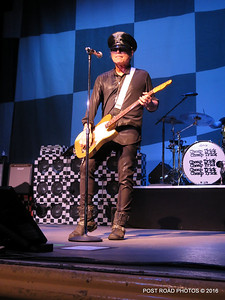 20161101-cheap-trick-ridgefield-playhouse-Robin-Zander-007