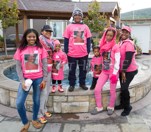 Nana's Angels joined thousands of people, including cancer survivors, their families and businesses, in the annual American Cancer Society Making Strides Against Breast Cancer walk at Woodbury Common Premium Outlets in Central Valley, NY on Sunday, October 16, 2016. Hudson Valley Press/CHUCK STEWART, JR.