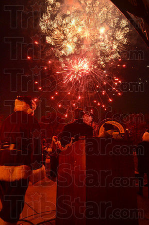 MET120116lights fireworks