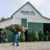 MET 112716 HOLIDAY HILL BARN