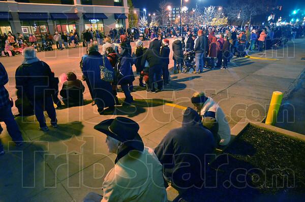 MET120216miracle crowd