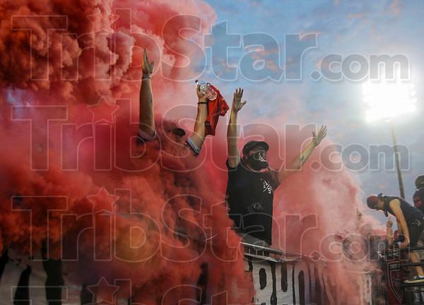 MET 081216 RED SMOKE