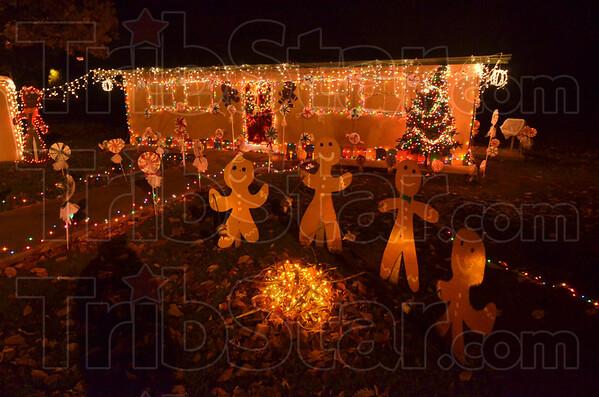 MET120516 C'mas park gingerbread