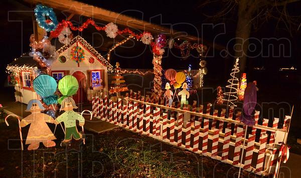 MET120516 C'mas park candyland