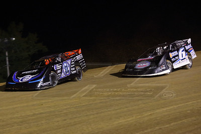 Scott Bloomquist (0) and Jonathan Davenport (6)