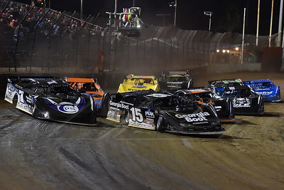 Darrell Lanigan (15) and Jared Landers (777) lead a heat into turn 1