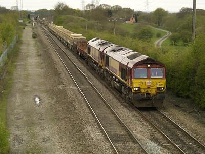 66117_66082 1304-6D44 Bescot-Toton passes Stenson Junction   28/04/16.