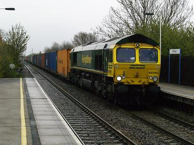 66569 1507_4o95 Leeds-Southampton passes Willington  28/04/16.