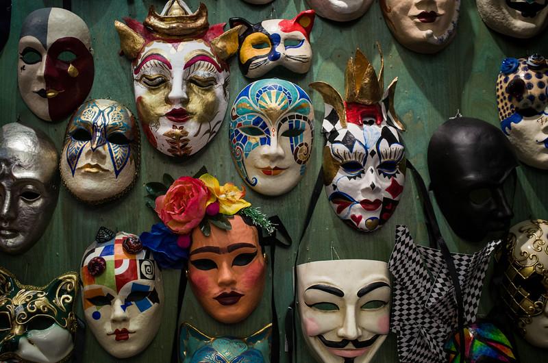 Arlequín Máscaras en el Born. Barcelona, Spain.