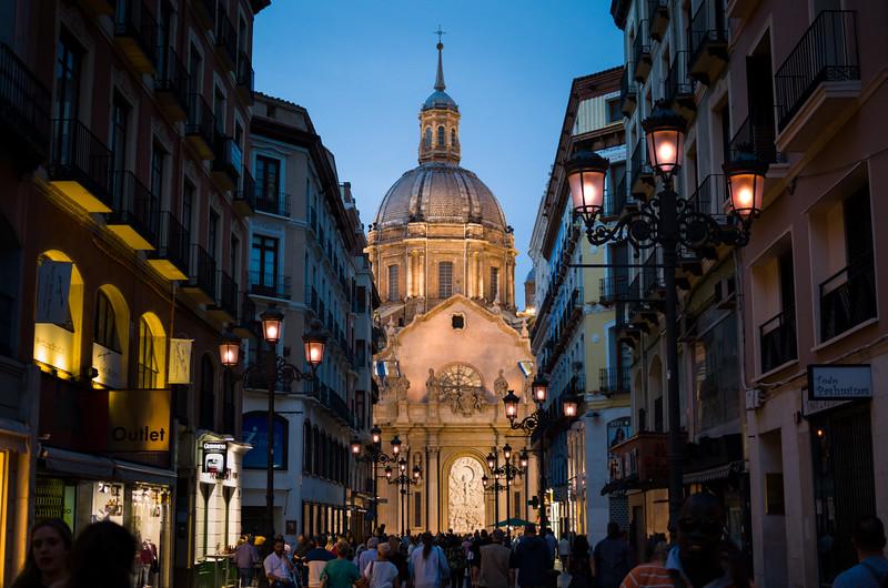 Basilica de Nuestra Señora del Pilar en la noche. Zaragoza, Spain.
