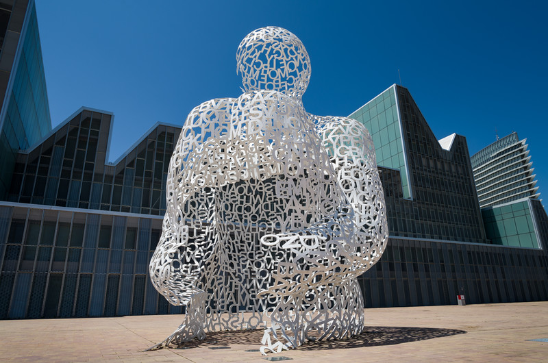 El alma del Ebro was built by Spanish sculptor Jaume Plensa for Expo 2008. Zaragoza, Spain.