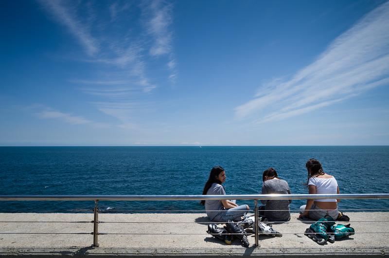 Tres señoritas. Barcelona, Spain.