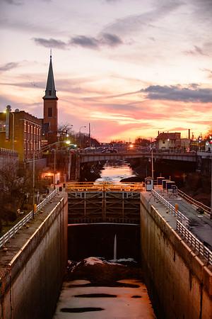 JOED VIERA/STAFF PHOTOGRAPHER-Lockport, NY-The sun sets over Lock 34.