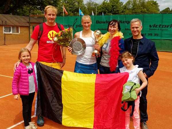1.05a Support Elyne Boeykens celebrate - Future Alkmaar 2016