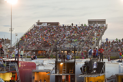 I-80 Speedway crowd prior to hot laps