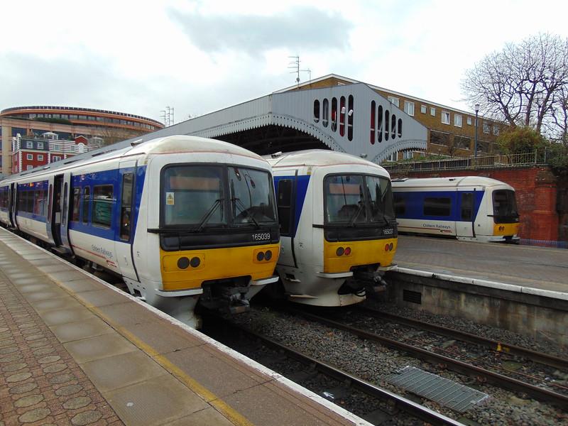 Chiltern Railways Class 165 Turbo DMUs nos. 165039, 165037 and a third example at London Marylebone.