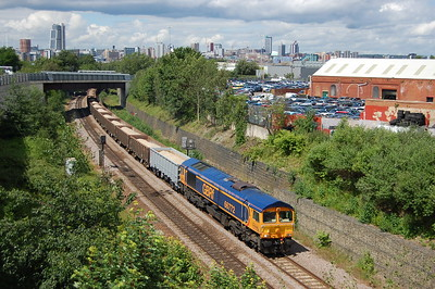 66772 approaches Hunslet Station Junction with GBRf's 6D35 1110 Rylstone Tilcon - Immingham Ncb No.1 loaded stone train (01/07/2016)