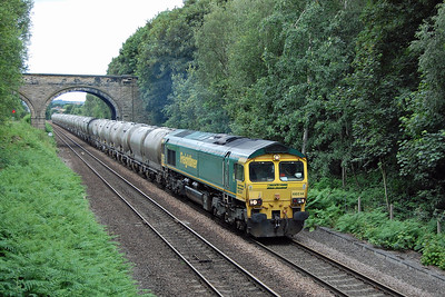 Shortly afterwards 66514 passes Oakenshaw with 6M89 1220 Dewsbury Blue Circle - Earles Sidings empty cement tanks (07/07/2016)