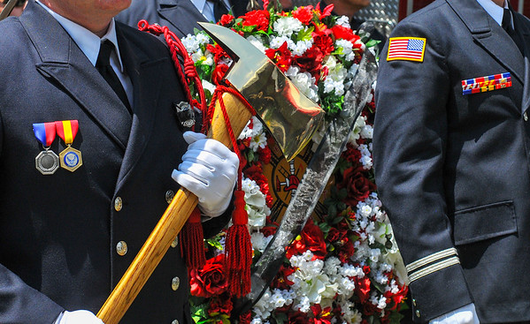 MET 061216 THFD WREATH