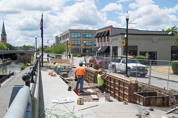 JOED VIERA/STAFF PHOTOGRAPHER-Lockport, NY-Workers install a benches by the Lock overlook.