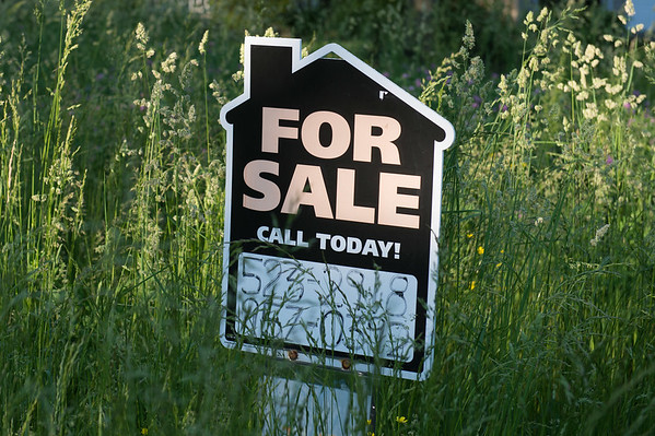JOED VIERA/STAFF PHOTOGRAPHER-Lockport, NY- A sign stands on a over grown lawn on Independance Drive.