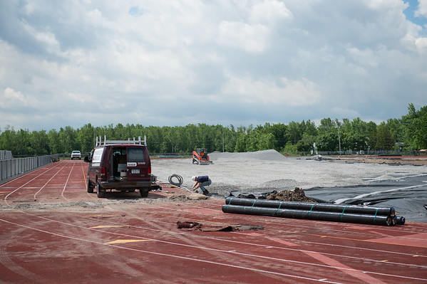 JOED VIERA/STAFF PHOTOGRAPHER-Pendleton, NY-Crews work on Starpoint's track.