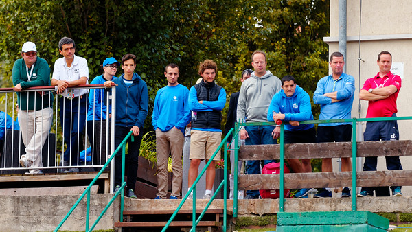 01.02f Watching boys final - Junior Davis and Fed Cup Finals 2016