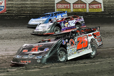 Shane Clanton (25), Bobby Pierce (32) and Kyle Bronson (40B)