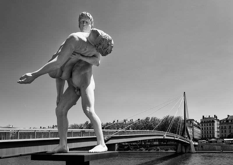"""Statue """"The Weight of Oneself"""", outside the Palais de justice historique de Lyon"""